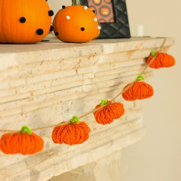 The sweetest yarn pumpkin garland