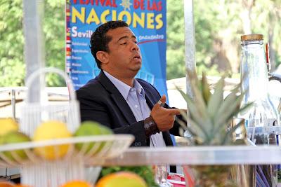 Eddy, en su bar del Festival de las Naciones