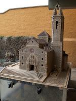 La maqueta inclou més de 8.000 teules fetes d'argila cuita a mà