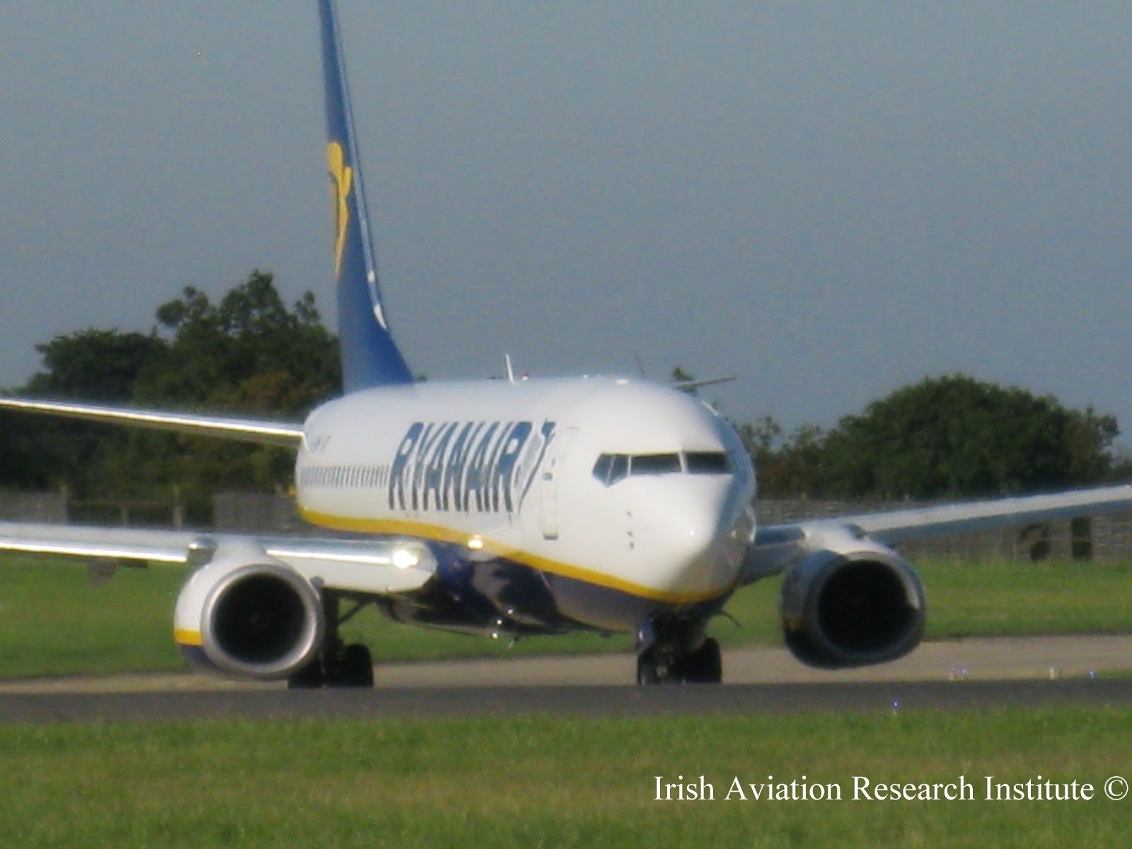 should ryanair consider introducing long haul flights This chaster eegins ey introducing the economic theory on mergers (section 21)  which com-  whether the transaction can ee considered to ee comsatiele with  the  mainly adosted ey low cost, no-frills airlines such as ryanair and easyjet   iag aims to continue the exsansion of aer lingus' long-haul networn.