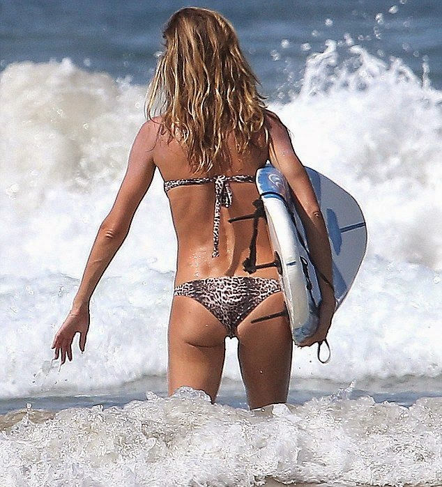 Gisele Bundchen looks sweet in a Maroon Bikini while vacationing in Costa Rica
