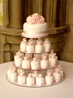 Bánh cưới cupcake 12