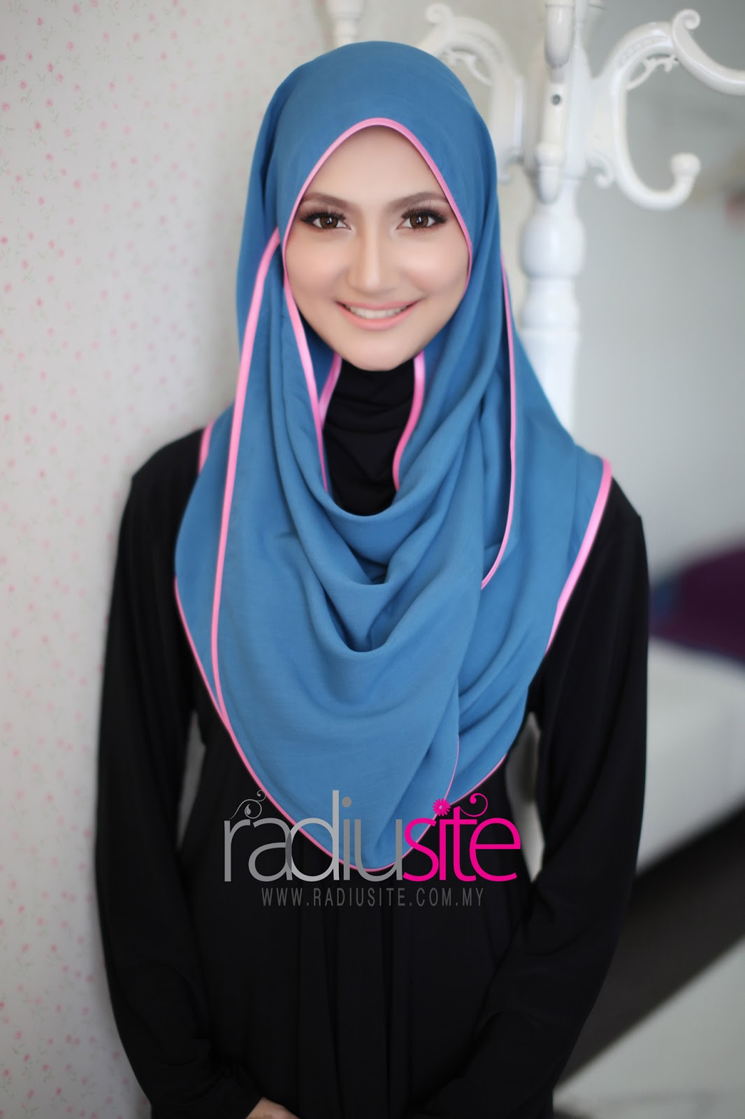 Radiusite Shawl http://www.radiusite.com/2013/03/shawl-adra-plain-piping-18-march-2013.html