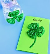 http://translate.googleusercontent.com/translate_c?depth=1&hl=es&rurl=translate.google.es&sl=en&tl=es&u=http://www.craftymorning.com/plastic-water-bottle-3-leaf-clover-cards/&usg=ALkJrhiHfwFY2GJMEWKhLQ1kSoY1nrLpxw