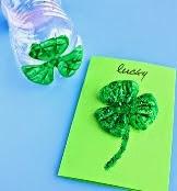 http://translate.googleusercontent.com/translate_c?depth=1&hl=es&rurl=translate.google.es&sl=en&tl=es&u=http://www.craftymorning.com/plastic-water-bottle-3-leaf-clover-cards/&usg=ALkJrhiHfwFY2GJMEWKhLQ1kSoY1nrLpxw