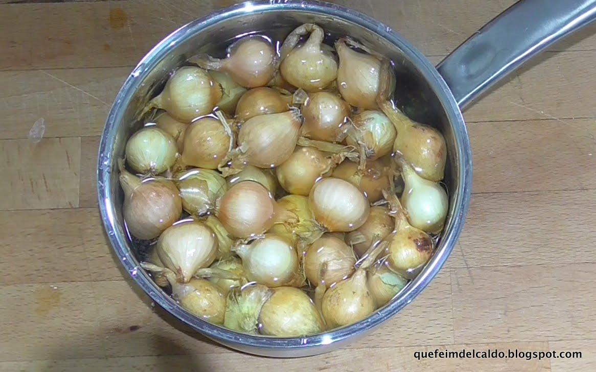 Jamoncitos de pavo confitados con cebollitas glaseadas