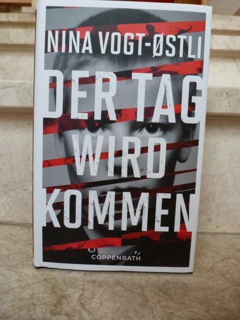 http://www.lenasbuecherwelt.blogspot.de/2014/03/rezension-nina-vogt-stli-der-tag-wird.html
