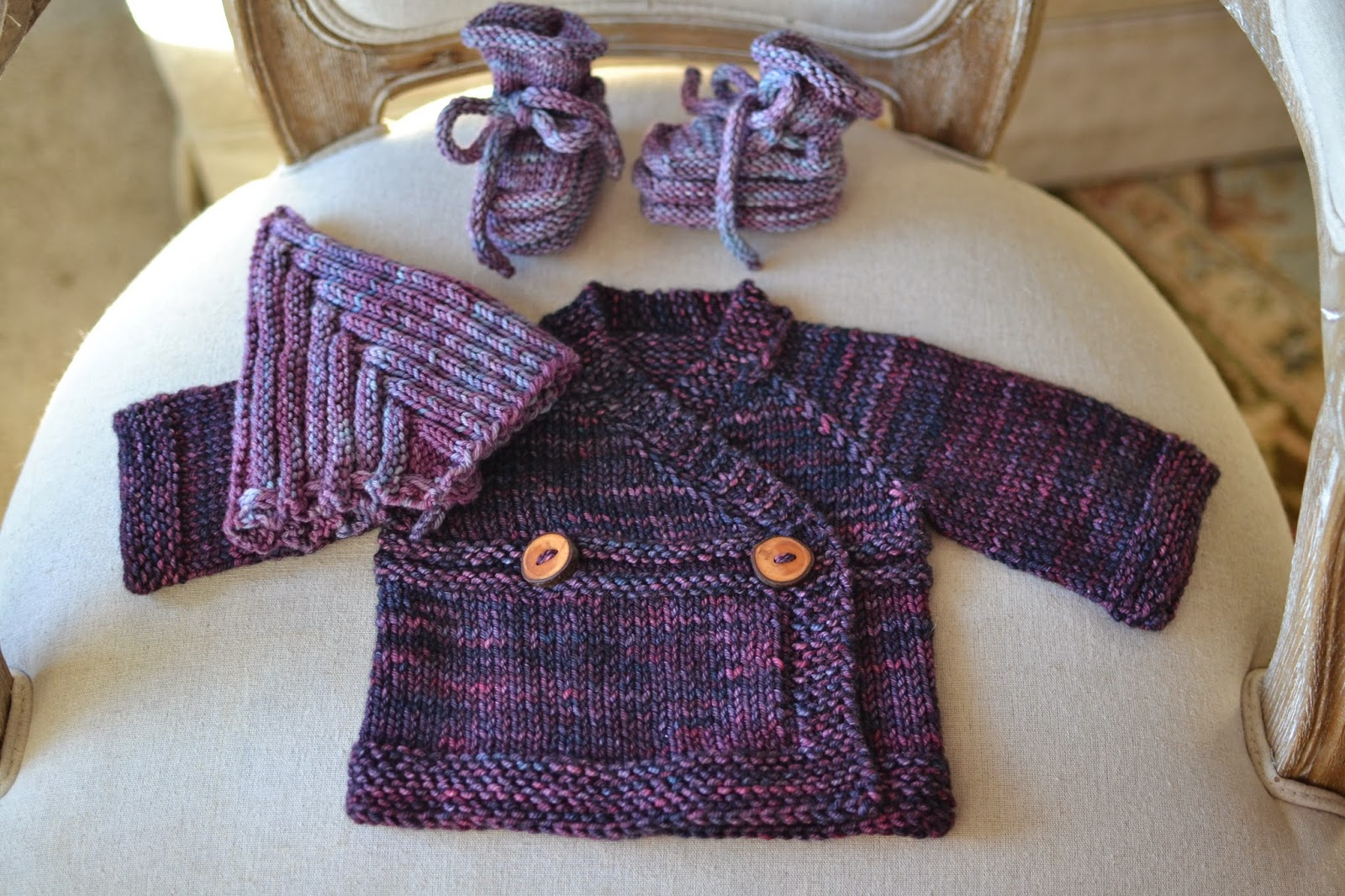 Of Wool and Loveliness: Small Things Baby Sweater