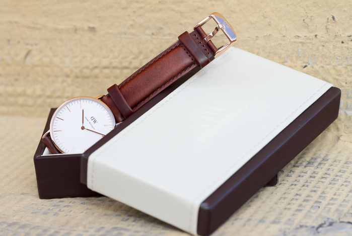 Watch Classic St Andrews Lady style by Daniel Wellington Leather Brown Band and Rose Gold Round ringcolour Blogger fashion style withorwithoutshoes