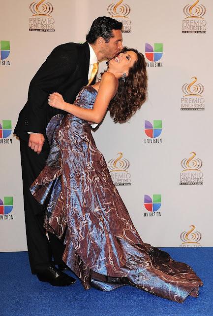 http://4.bp.blogspot.com/-DWuoJSqrfaQ/Tz5rO-kqXpI/AAAAAAAAAlc/MbyYJ-F7cUg/s640/Martin+Fuentes+y+Jacqueline+Bracamonres+en+Premio+lo+nuestro+2012+%25281%2529.jpg