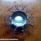 http://manualidadesconmishijas.blogspot.com.es/2014/12/reciclado-portavelas-con-latas.html