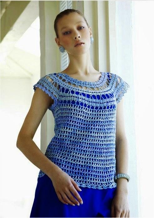 Blusa azul escote redondo al crochet con patrones