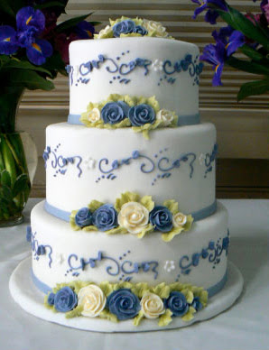Oohlala cakes multi layer wedding cake with flower for Decoration layer cake