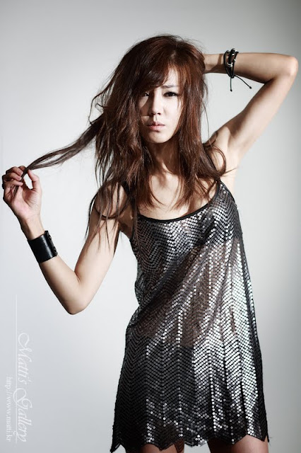 Korean Actress Yoo Ha Na In Sparkling Dress
