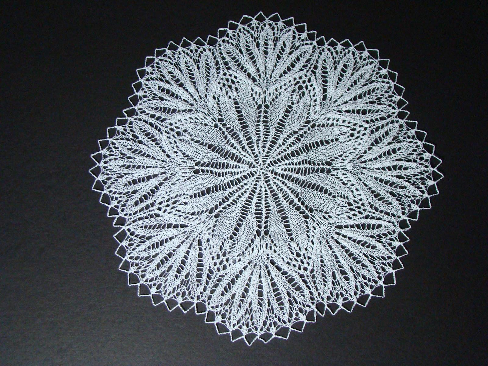 knackful knitter: Knitted doilies