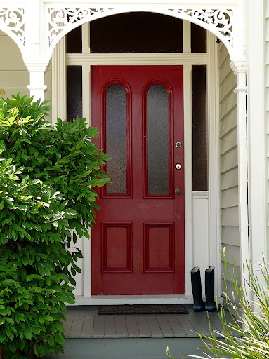 Charmant How Cute Is A Red Front Door? I Think Itu0027s Lovely And Something About  Having The Door Standout Before You Walk Into The House Says A Lot. Some Of  These Deep ...