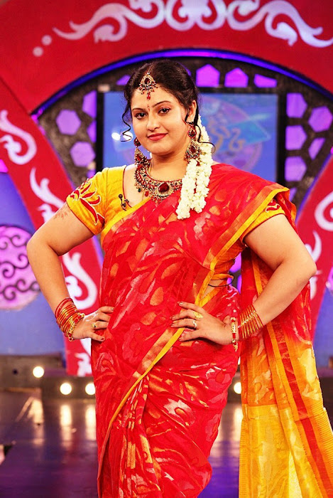 ri in saree at zee hot images
