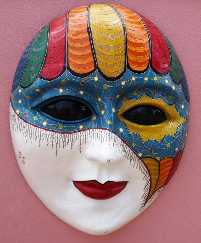 Le masque pour les cheveux du miel liquide et les oeufs