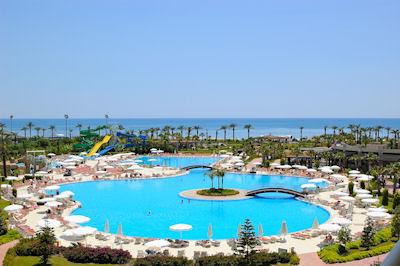La piscina más grande del mundo - Hoteles de súper lujo - Complejo turístico en Antalya, Turquía.