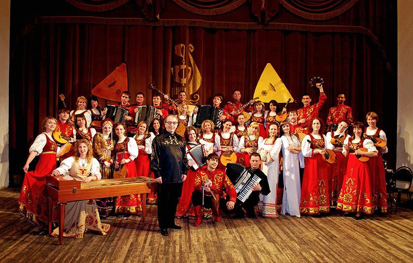 С народным оркестром