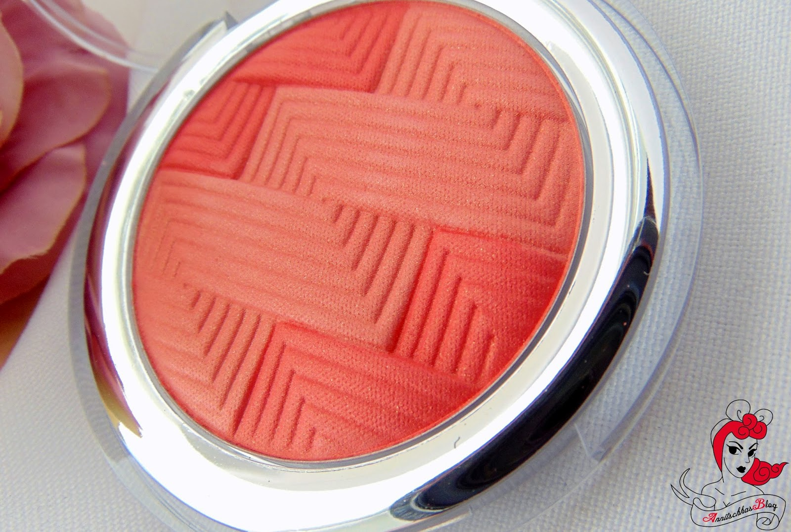 Catrice - Illuminating Blush - Coral me maybe - www.annitschkasblog.de