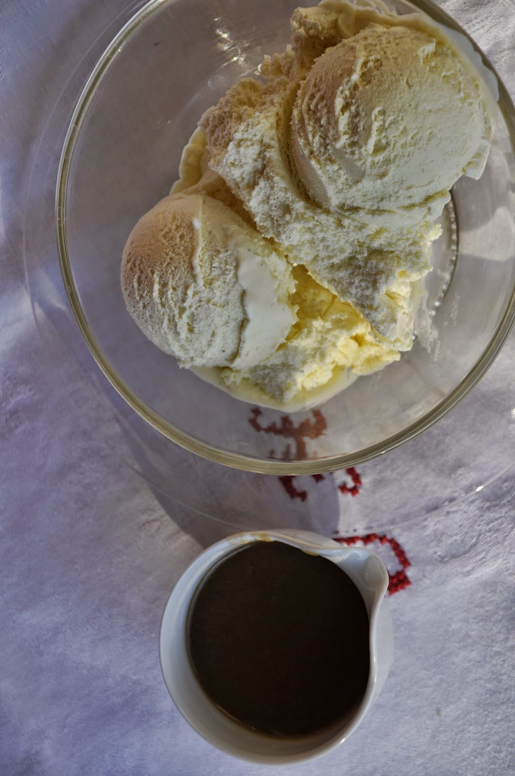 Szybko Tanio Smacznie - Lody waniliowe z burbonowym sosem toffee
