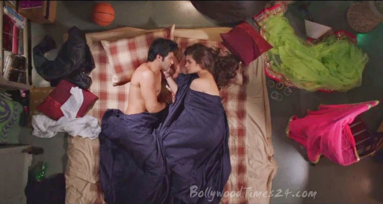 Bed Scene of Humpty Sharma Ki Dulhania Movie