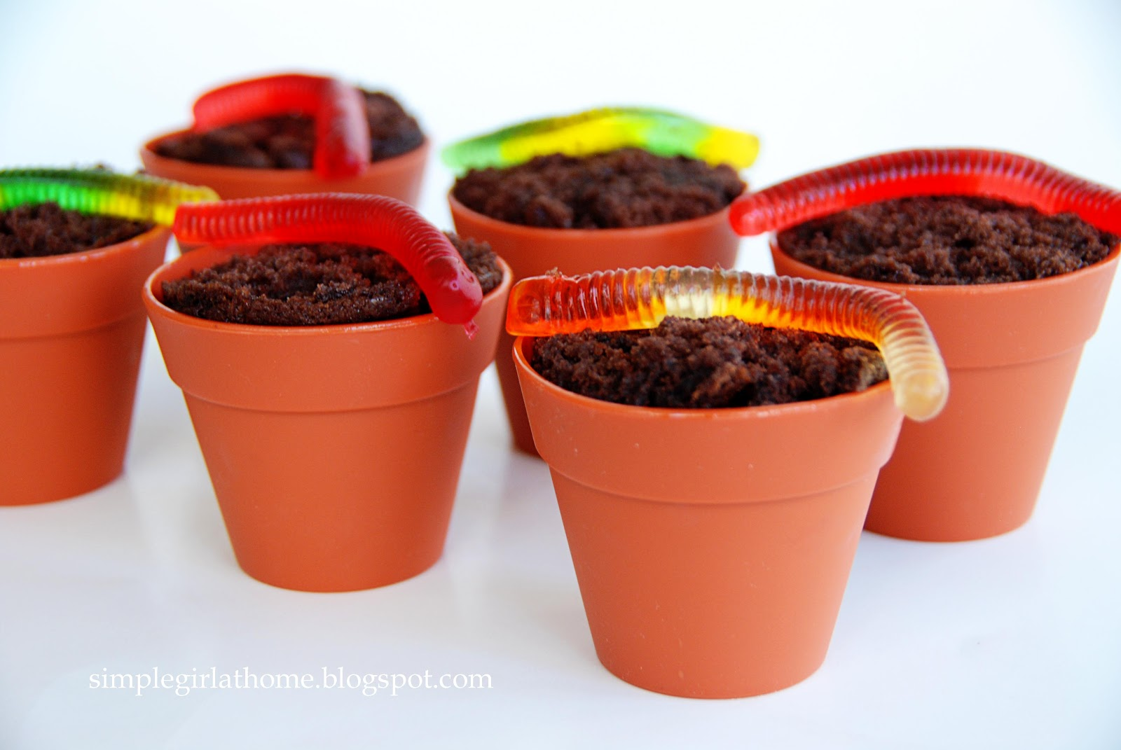 simple girl flower pot cupcakes. Black Bedroom Furniture Sets. Home Design Ideas
