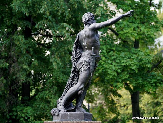 teren zielony Warszawa Ujazdów Warsaw Śródmieście parki warszawskie rzeźba gladiator