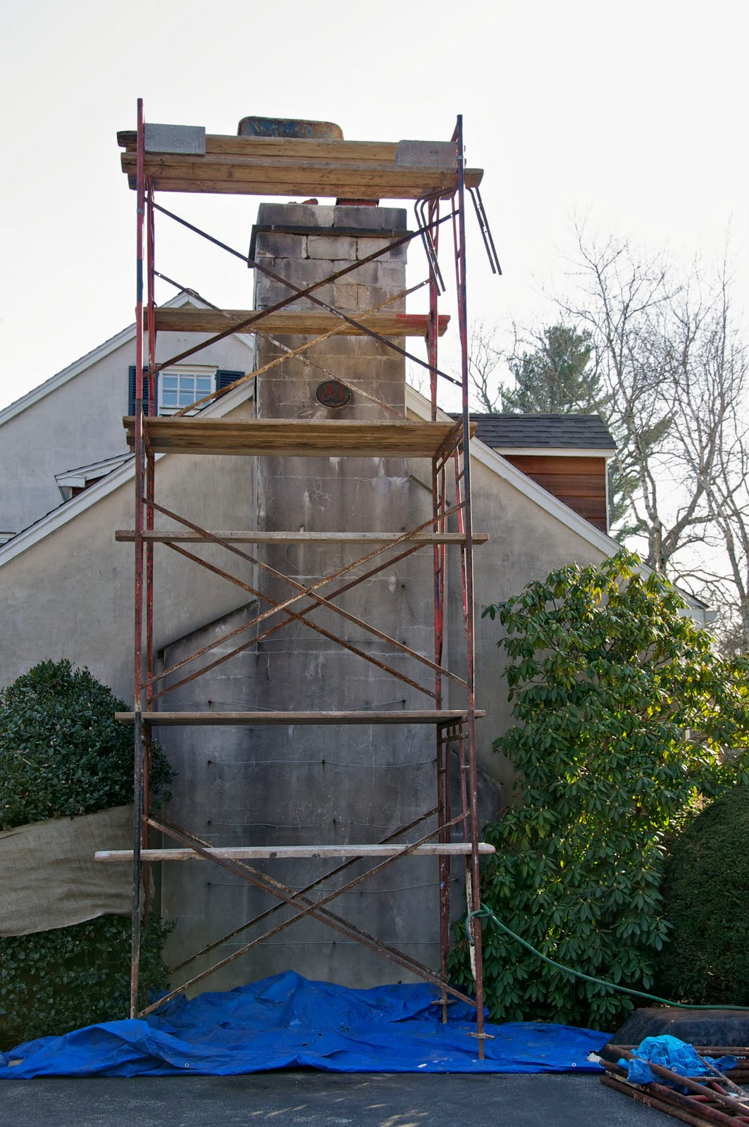 Scaffolding Set Up : My old house monday scaffolding setup