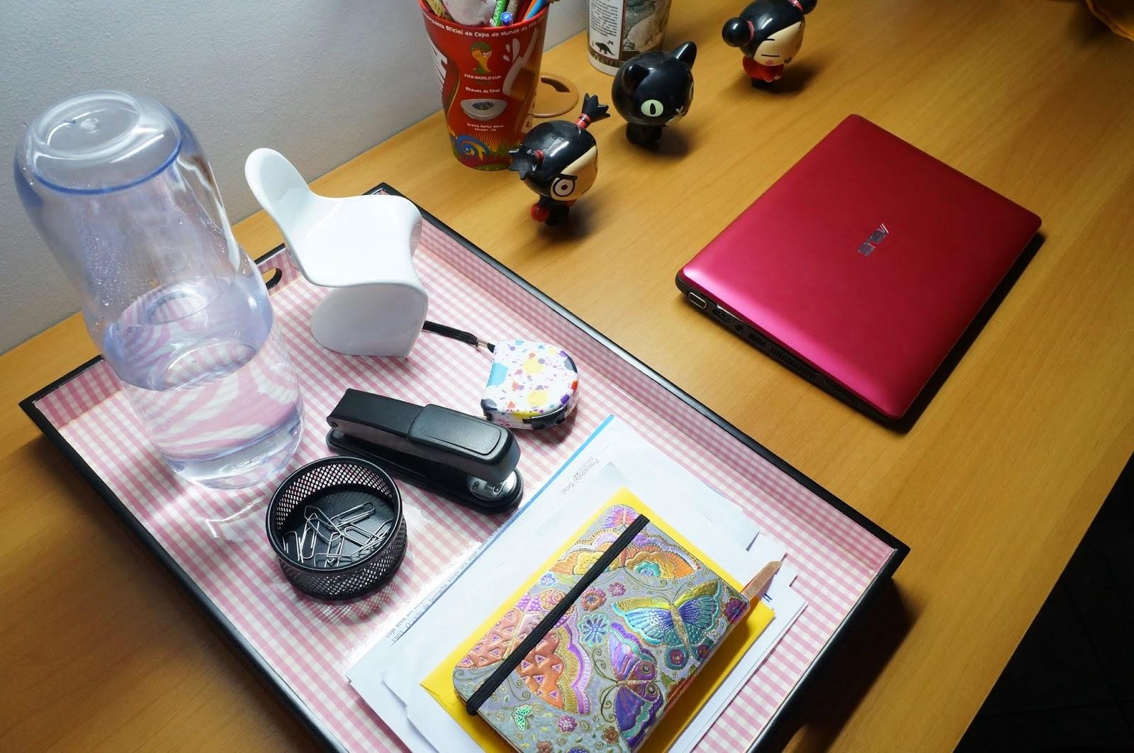 bandeja utilizada para organizar itens de escritório - Loja Dellabino