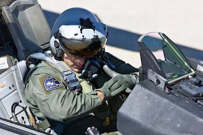 Να γιατί οι Πιλότοι μας νικούν πάντα κατα κράτος τους Τούρκους ...''Περιμένοντας τον Τούρκο σκέφτομαι ''