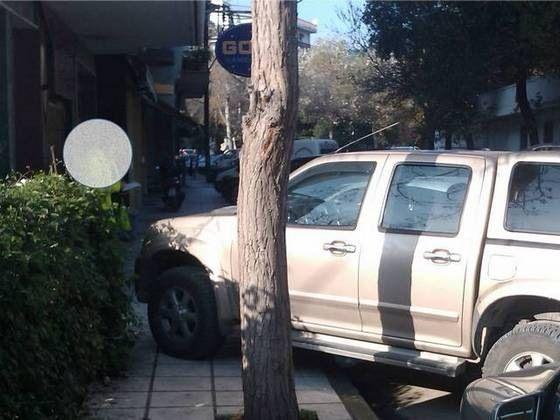 Σύνηθες παρκάρισμα ιδιοκτήτη 4Χ4 ή mersedes