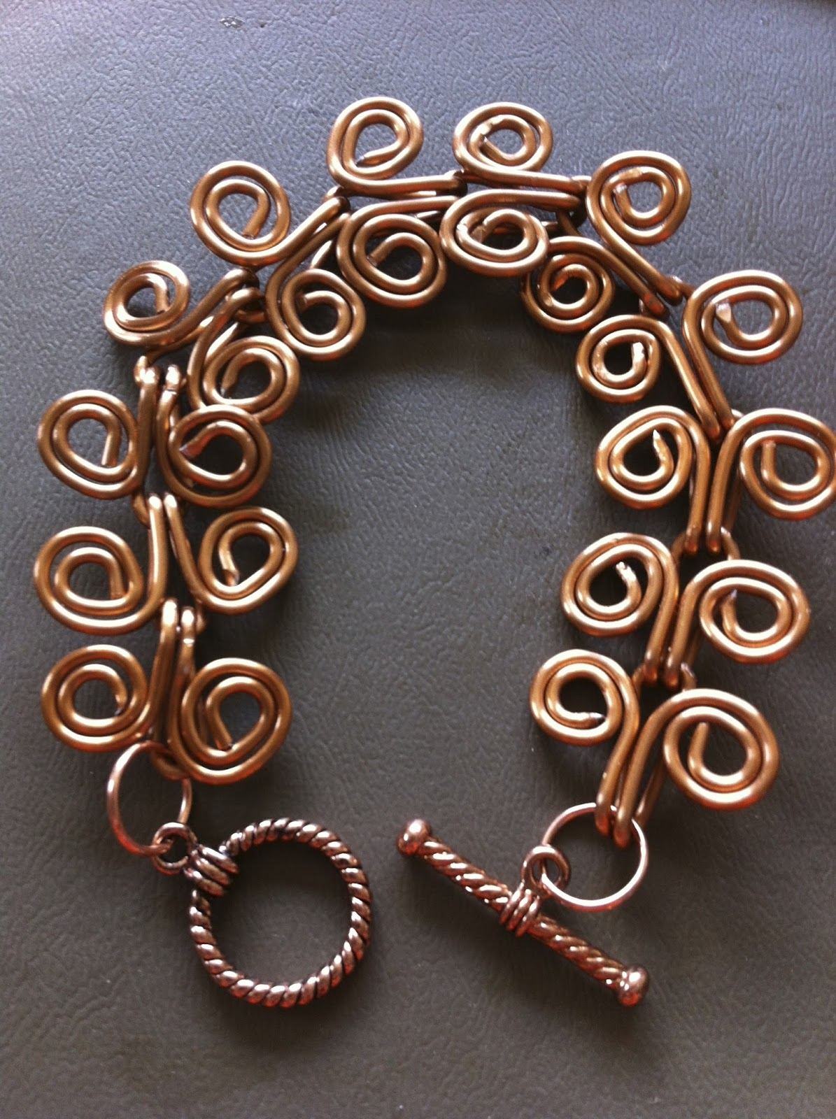 AptToCraft: Zig zags, twists and loops for wire jig earrings