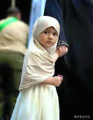 Wafa Seorang Gadis Cilik Satu-satunya Yang Mengenakan Jilbab