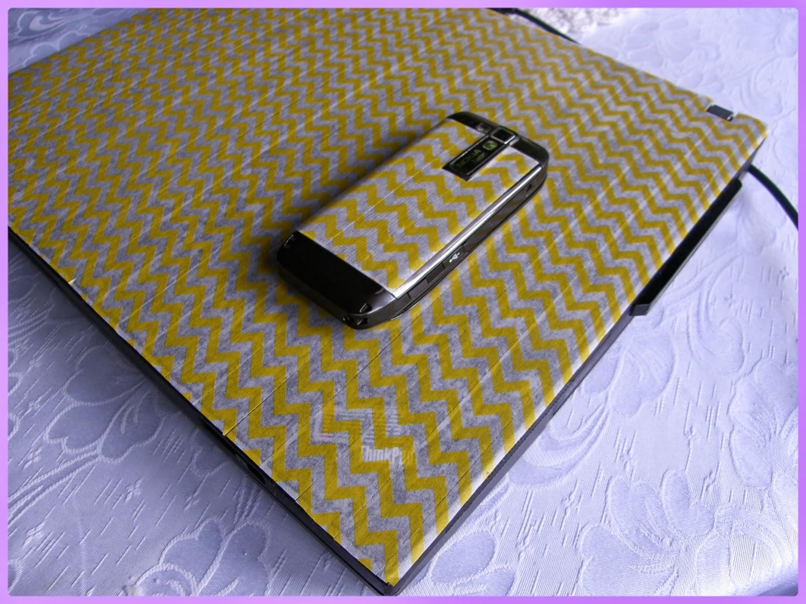 mobil a notebook polepený cik cak washi páskou blog