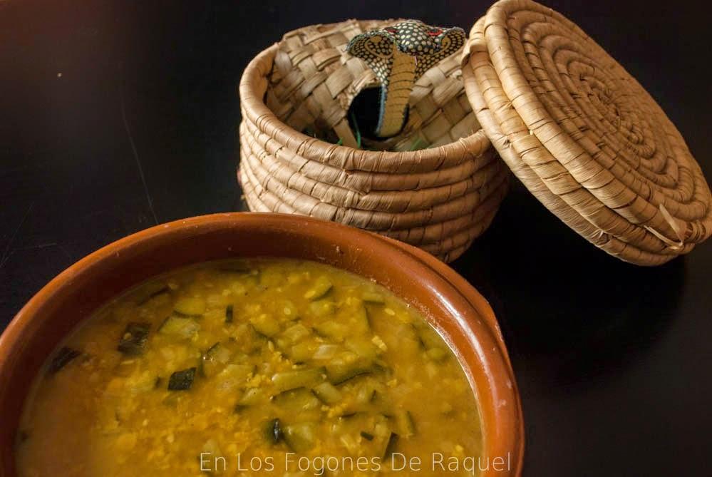 http://enlosfogonesderaquel.blogspot.com.es/2014/05/tarkari-dhal-sopa-de-legumbres.html