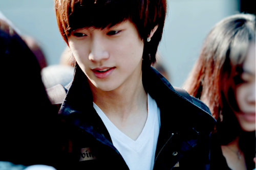 real name jung jin young 정진영 stage name jinyoung 진영 position ...