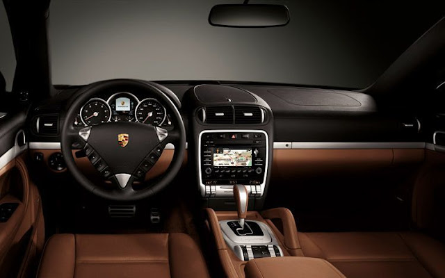 Interior view of 2011 Porsche Cayenne Hybrid