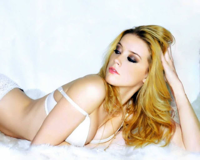 Amber Heard sexy in lingeire