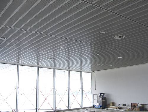 Office And Factory Renovation: The Advantages To Suspended Ceilings