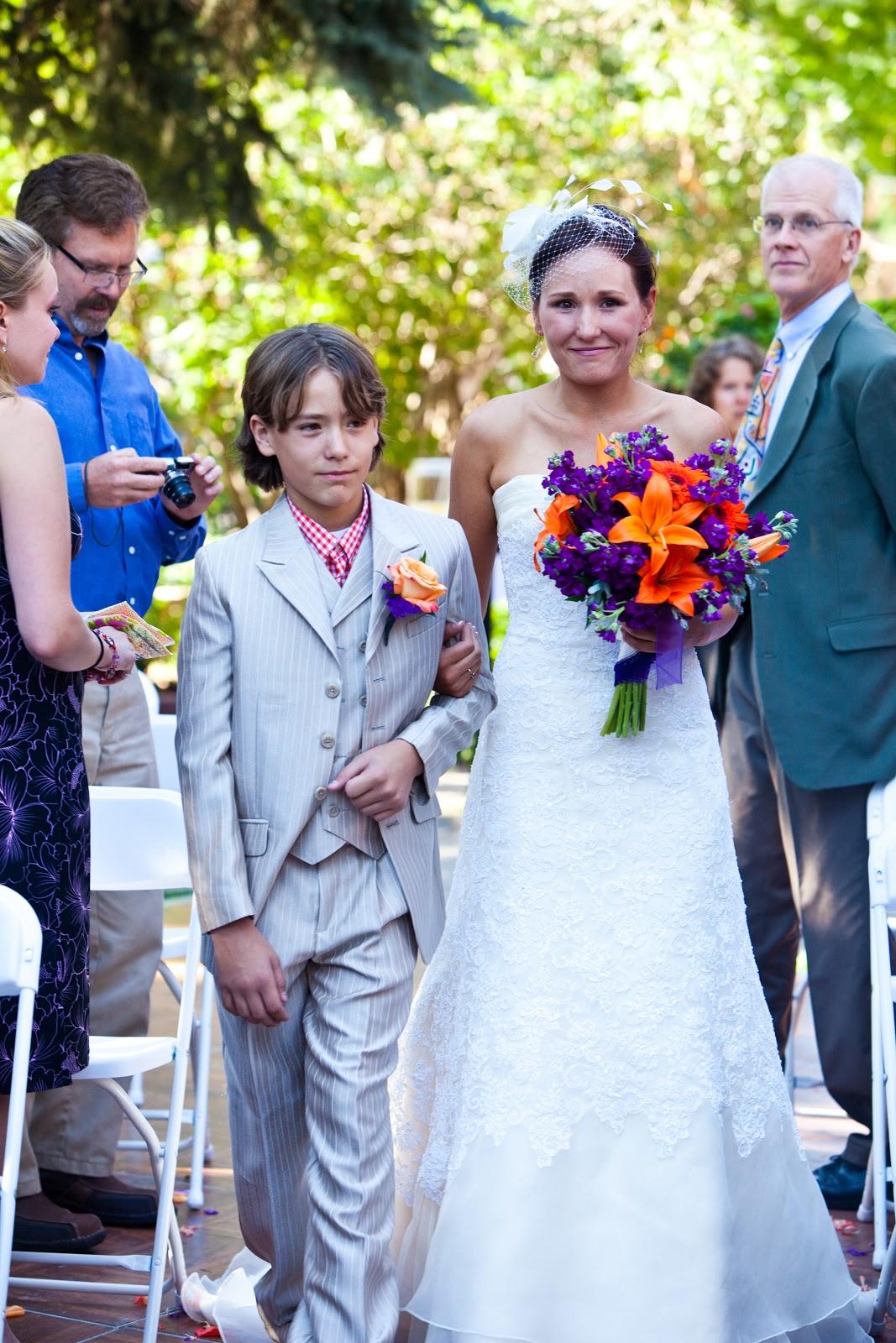 http://4.bp.blogspot.com/-DbI9tpG7wIU/UIXLud2S_QI/AAAAAAAAN9E/E-Lza6TJHQw/s1600/Robin+and+Patrick+Wedding0811.jpg