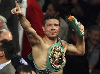 BOXEO-Maravilla Martínez arrebata el título a Chávez Jr.