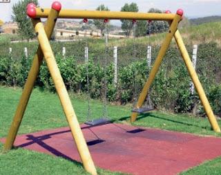Arredo in giochi da giardino per bambini - Altalena da giardino in legno ...