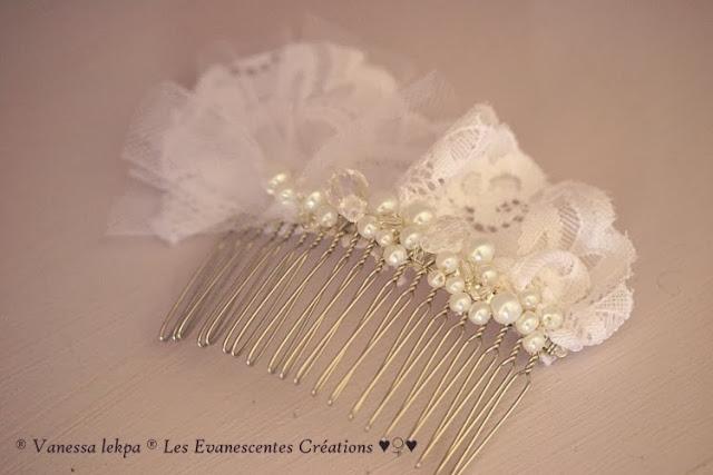 jolis accessoire de mariée, peigne pour mariage en tulle blanc et ivoire, brodé à la main et serti de perles , de cristaux et de dentelle, création de la styliste Vanessa Lekpa
