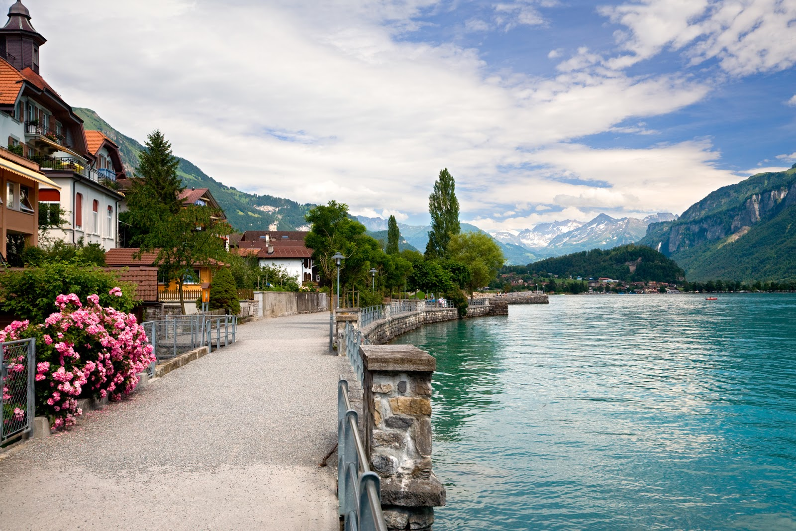 Travel trip journey lake brienz switzerland for Best country in europe to visit