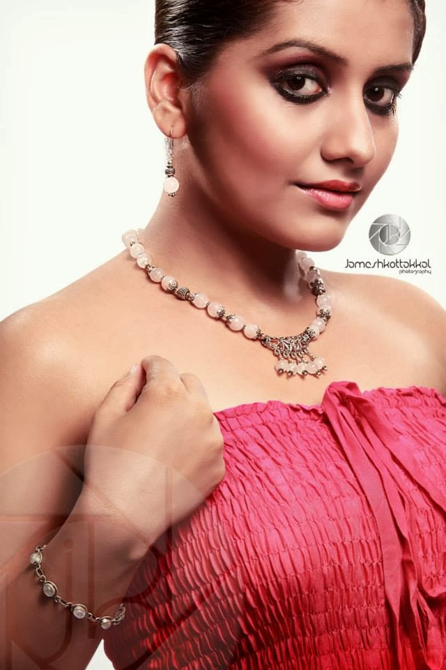Malayalam actress Sarayu latest hot photoshoot stills.