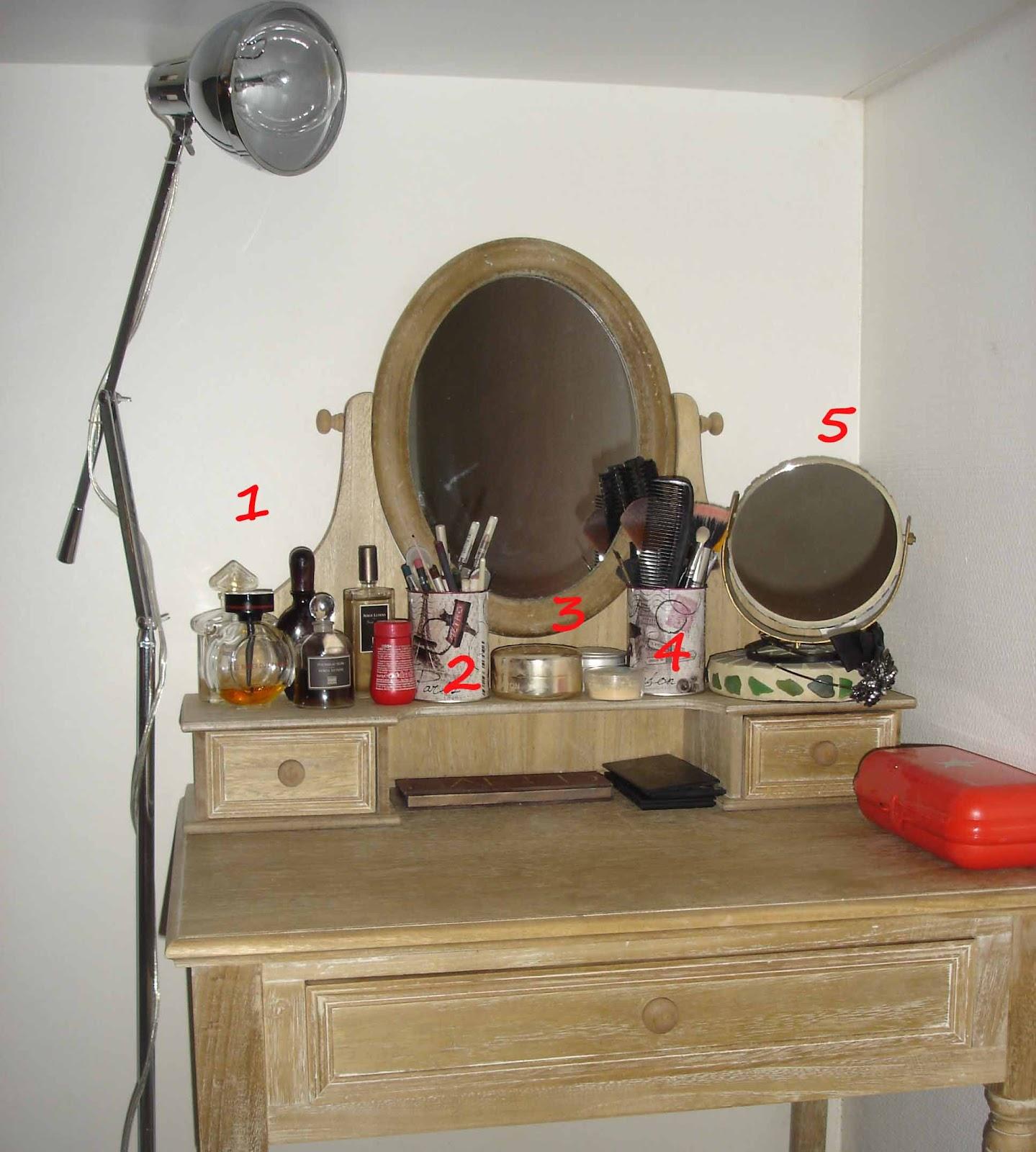 instant de fille ma coiffeuse ou le bordel girly. Black Bedroom Furniture Sets. Home Design Ideas