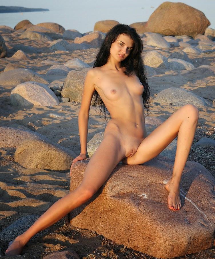 Demais Novinha Bucetuda Peladinha Na Praia Deserta