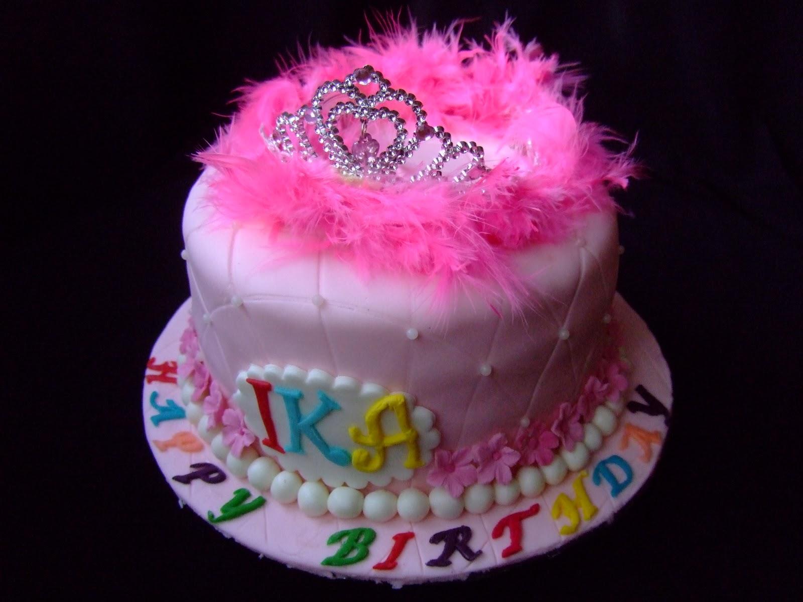 junsdelicioustreats: Princess crown birthday cake